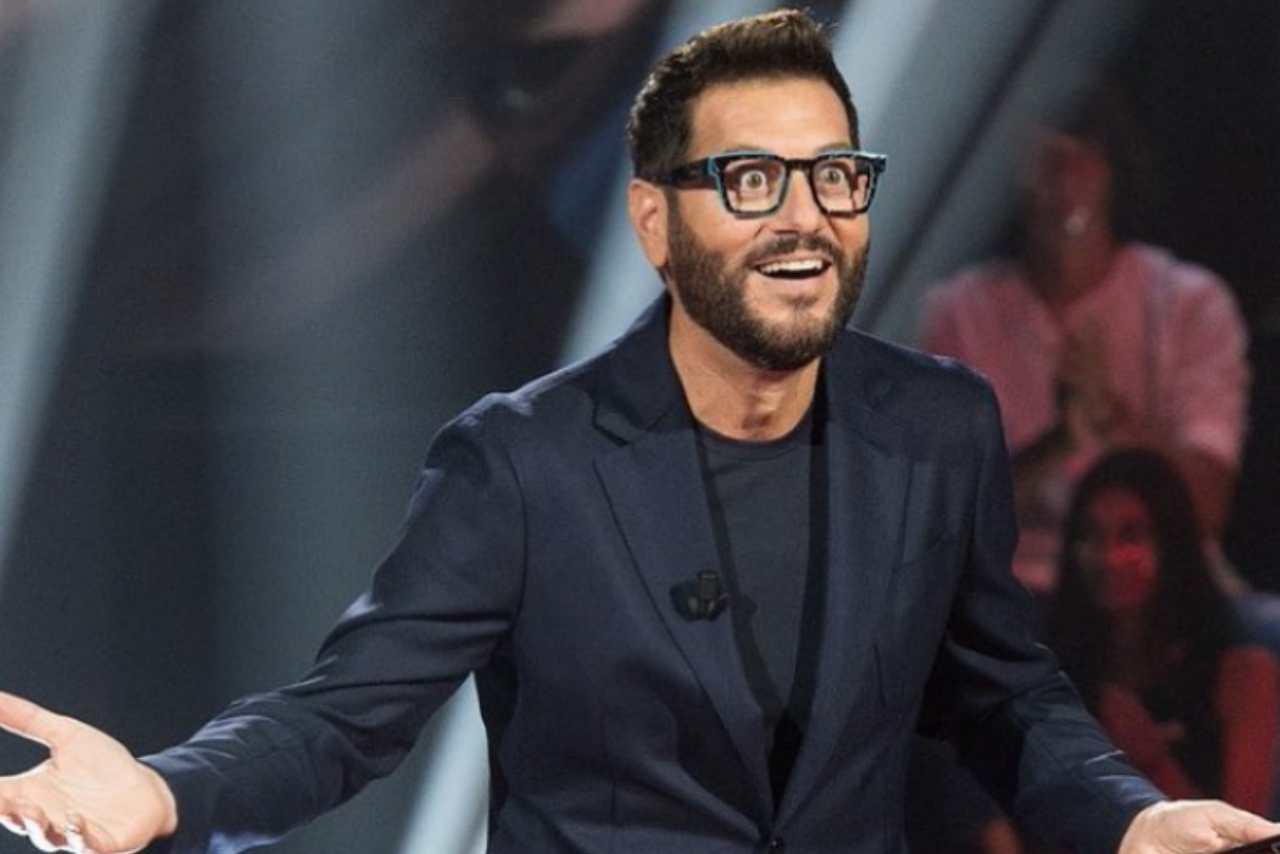 Il-presentatore-protno-a-tornare-sulle-reti-Mediaset-via-screenshot-Instagram