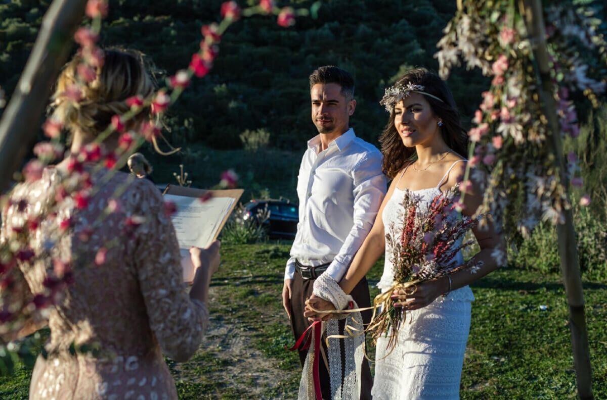 Prima del matrimonio, la cerimonia Handfasting: di cosa si tratta?