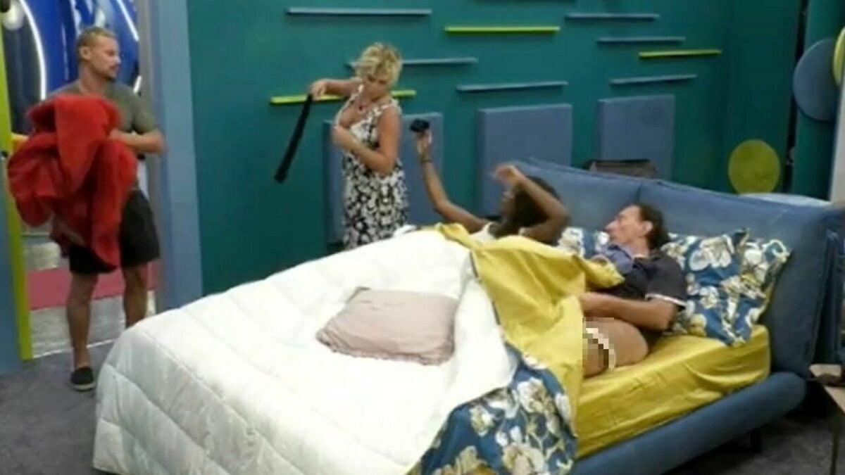 GF Vip 6, Amedeo Goria nudo a letto con Ainett