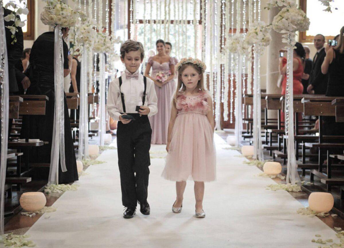 Fairytale-Wedding-ingresso-damigella-e-paggetto-1024×737