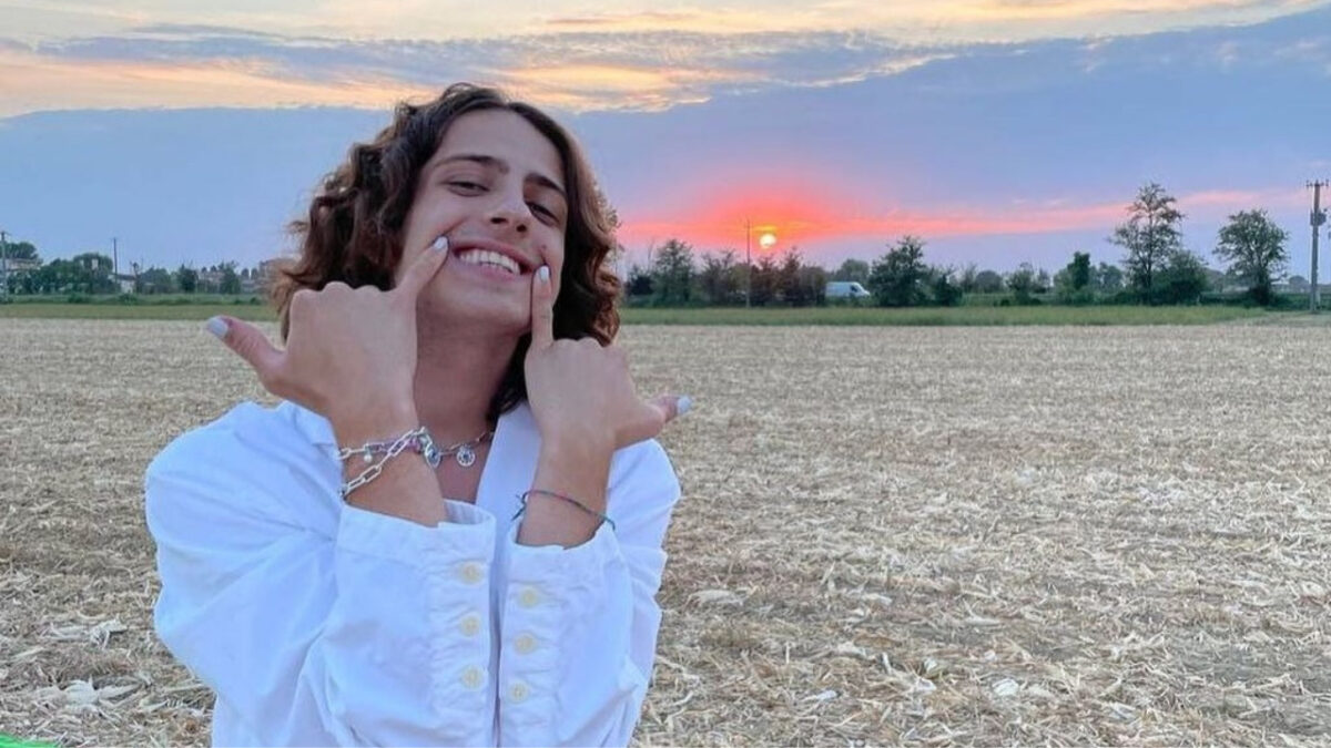 Amici, Sangiovanni: new dedication to Giulia