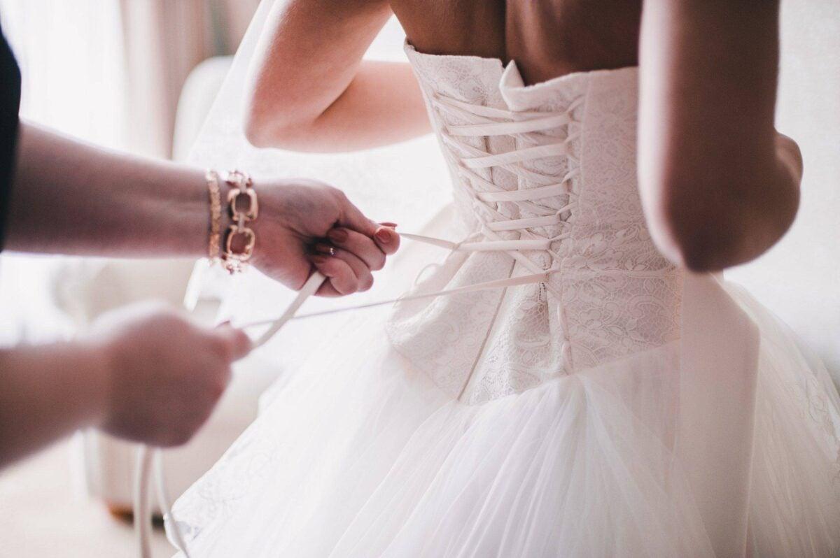 Abito da sposa: le 3 cose da portare con sé durante l'acquisto